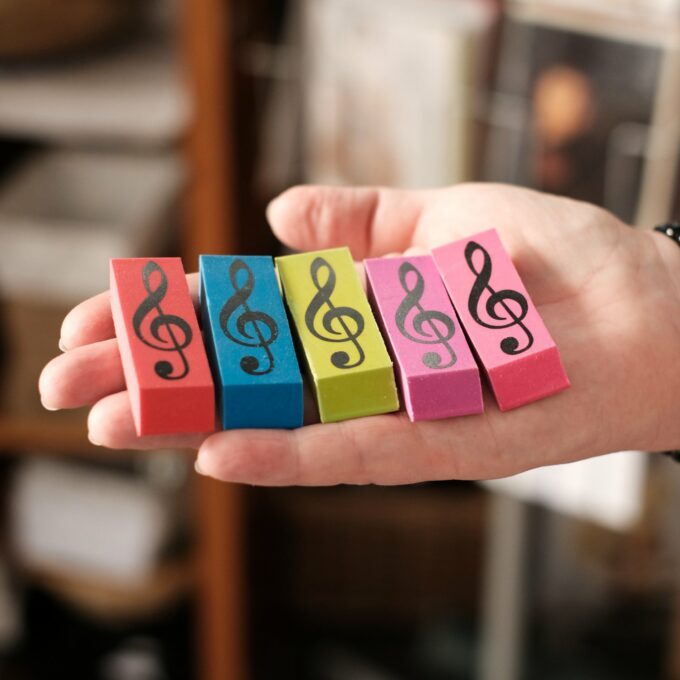 Radiergummi Musik Violinschlüssel bunt eckig