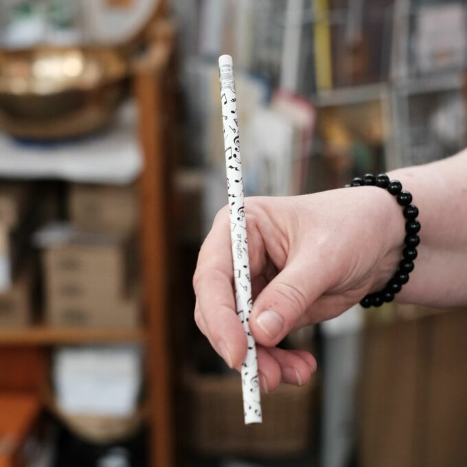 Musik Bleistift Notenzeichen weiß
